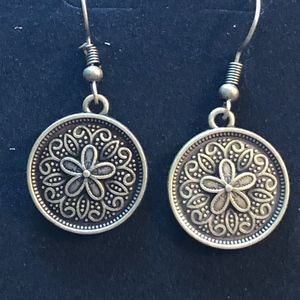 Jewelry - Gorgeous Little Medallion Earring Circle NEW!!